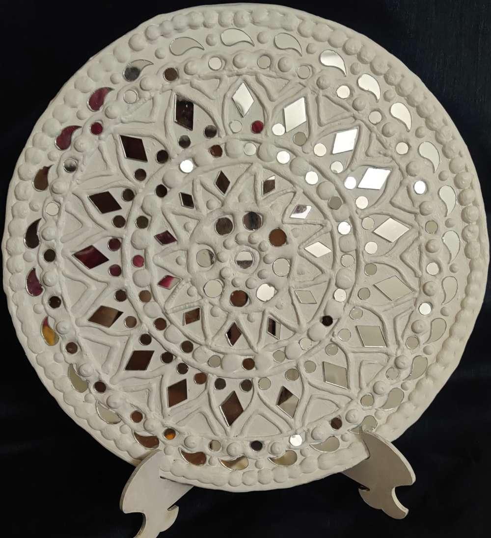 Lippan Kaam/Mud mirror work