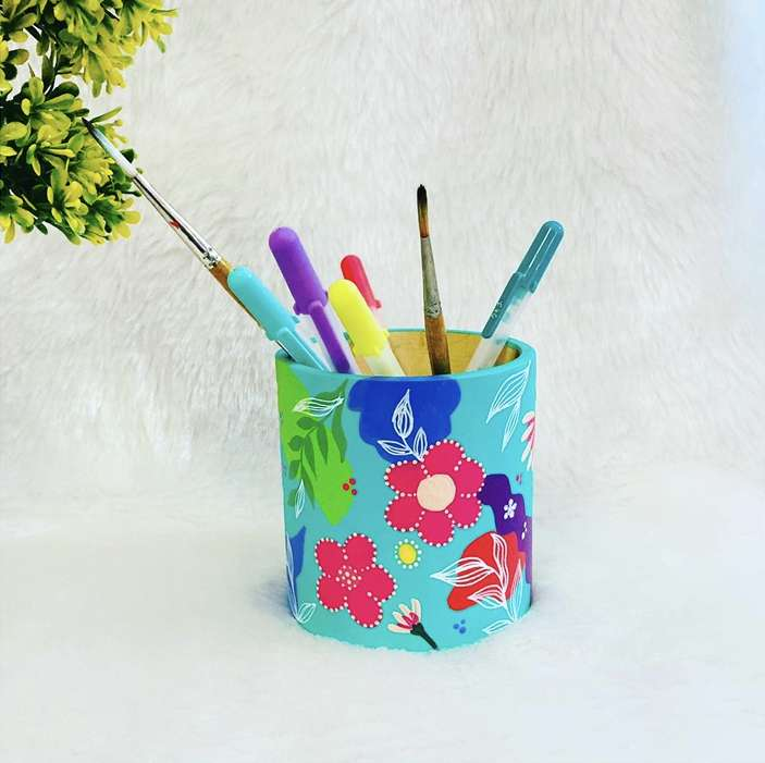 Tropical pen stand